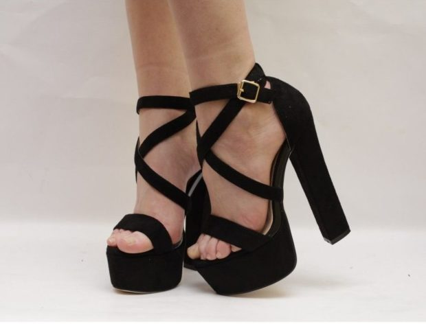 модные босоножки: на толстом каблуке черные