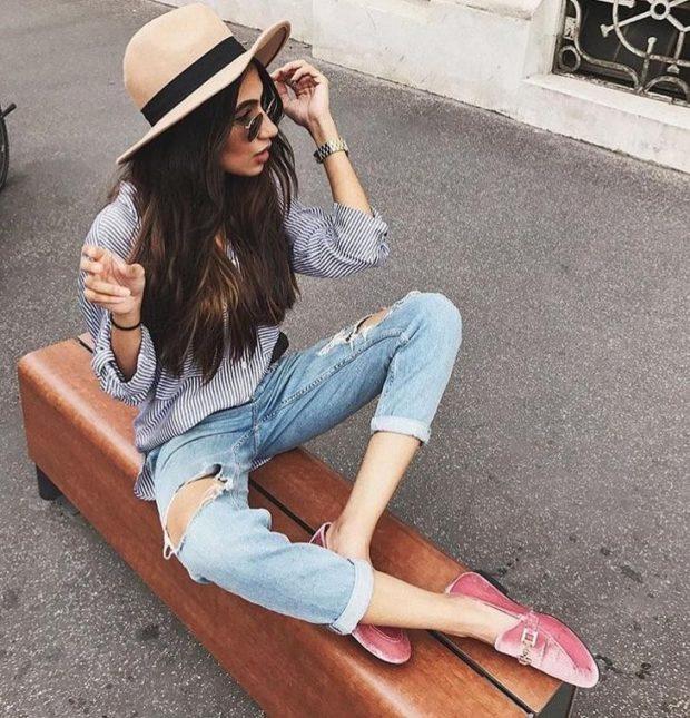 укороченные джинсы с дырками голубые