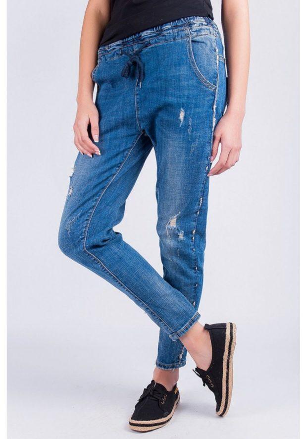 джинсы на резинке короткие
