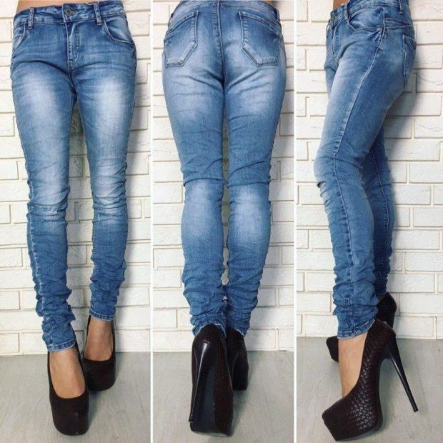 классические джинсы голубые потертые