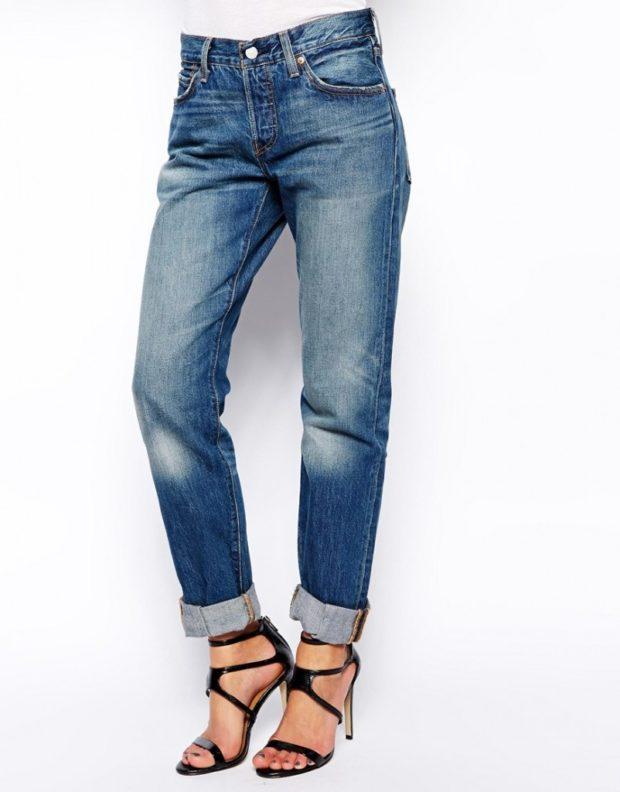 джинсы бойфренды синие подвернутые