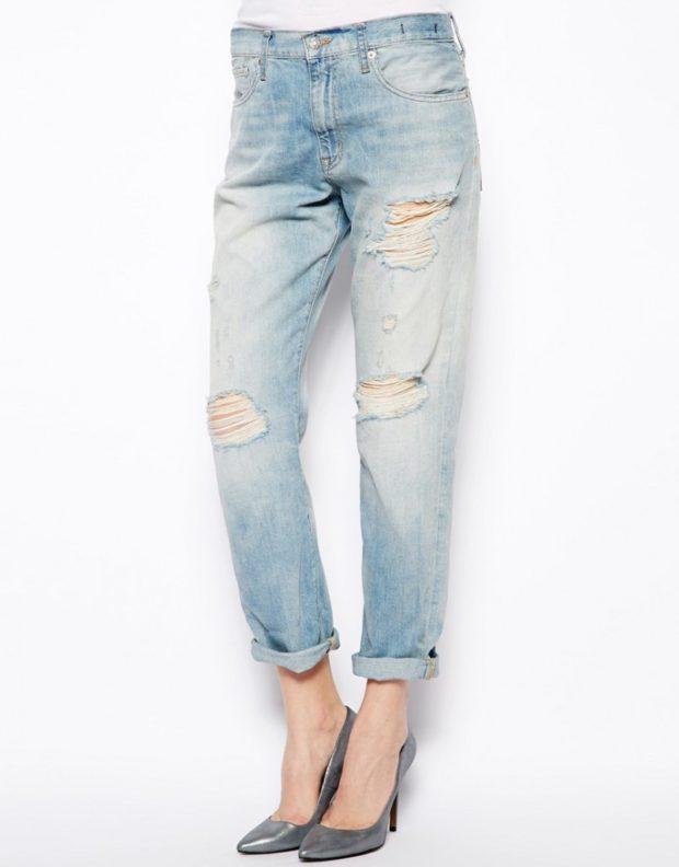 джинсы бойфренды светло голубые потертые с дырками
