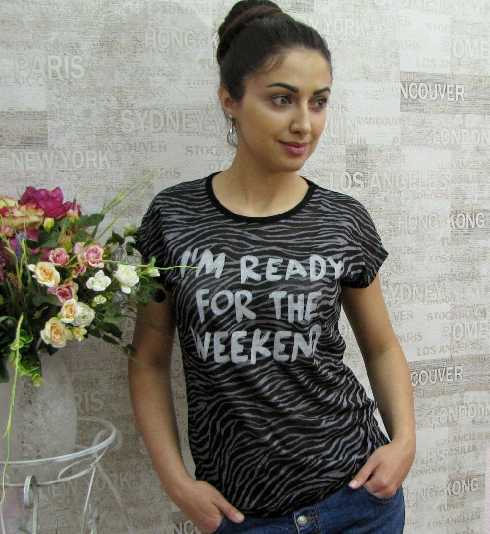 футболки 2018 женские фото: черная с белыми разводами надписями