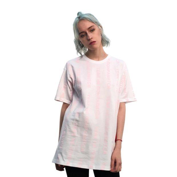 модные футболки 2018 женские фото: длинная розовая в вертикальную полоску