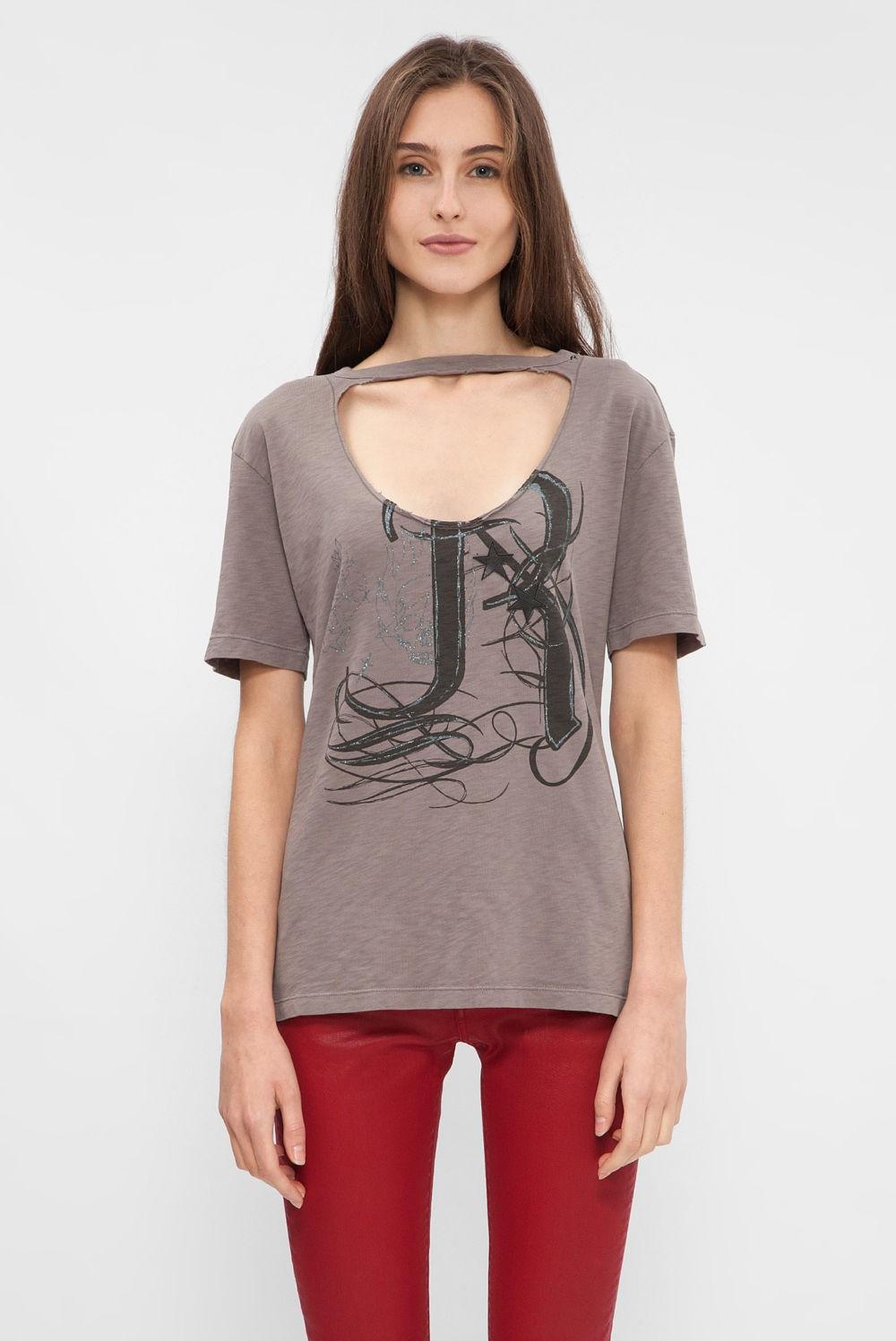 футболка коричневая с вырезом с надписями