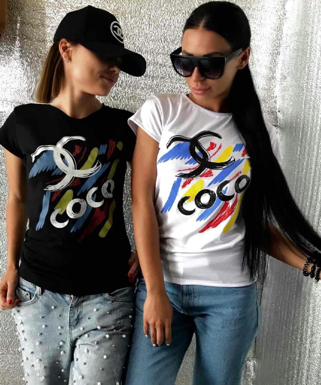 футболка черная белая Шанель с цветными полосками