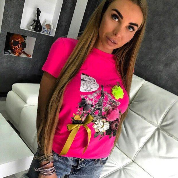 футболка розовая с нашивками