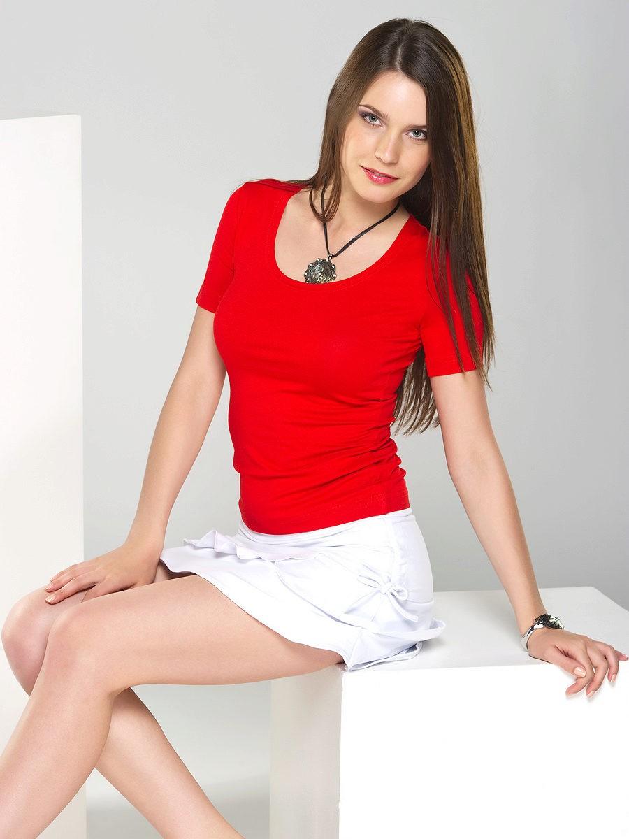 футболка красная яркая