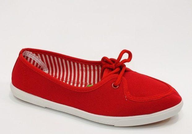 модные кеды 2019-2020: красные с белой подошвой