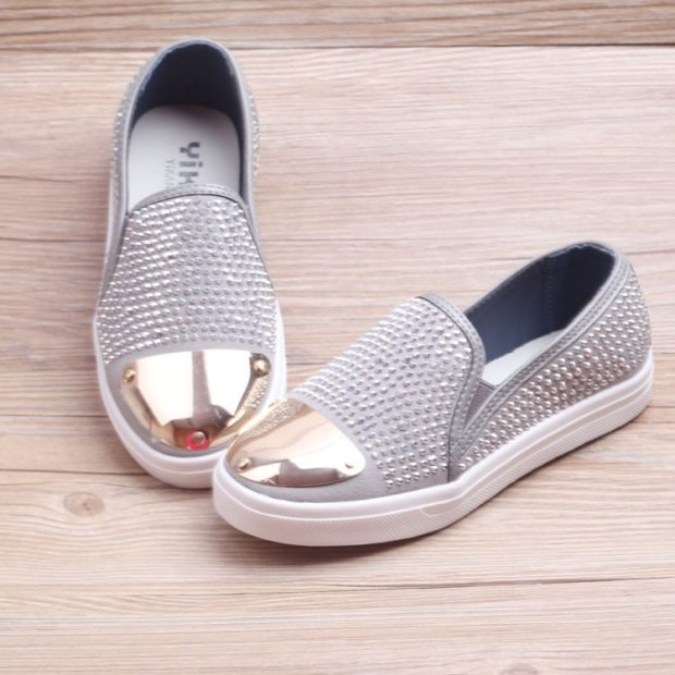 модные кеды 2019-2020 женские: серебро с шипами носок металл