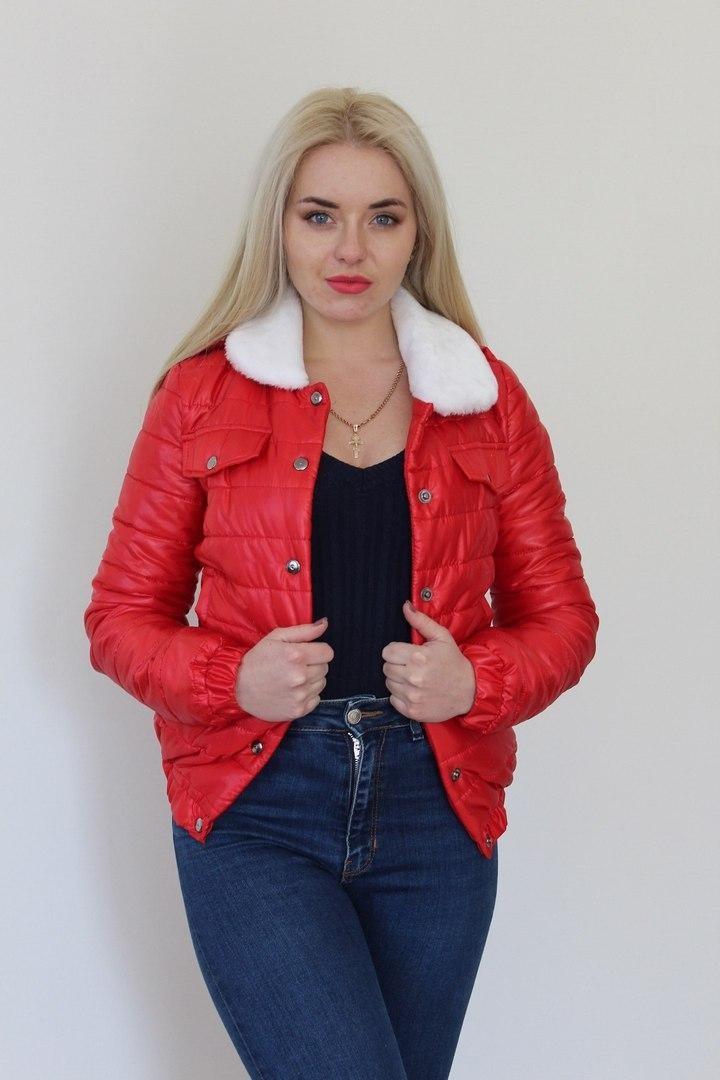 куртка на синтепоне красная весенняя меховой воротник