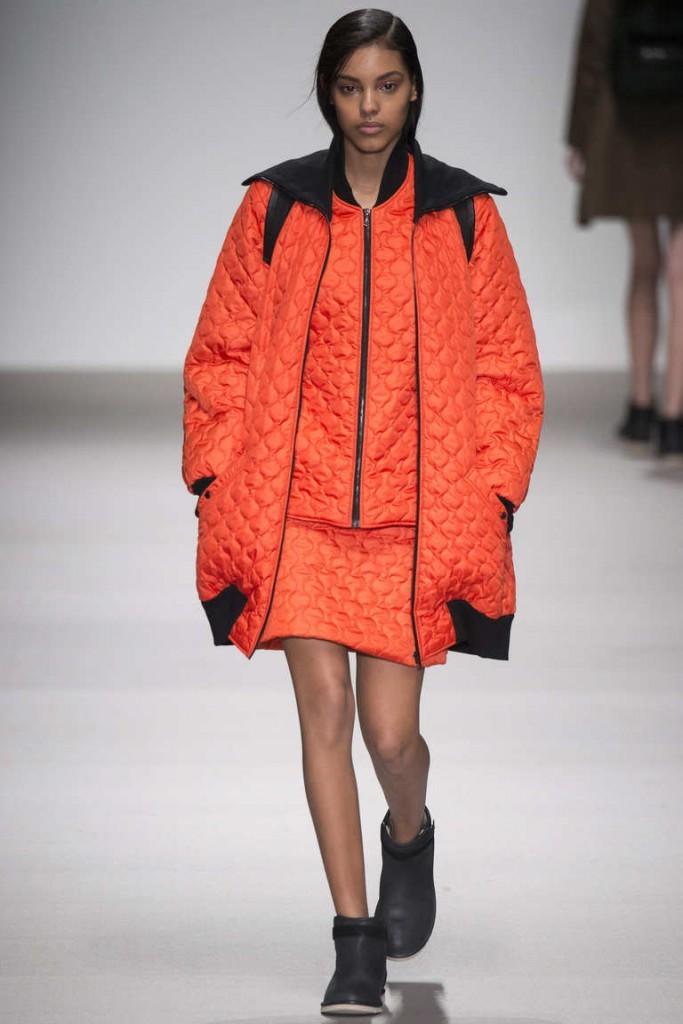 синтепоновая куртка многослойная оранжевая