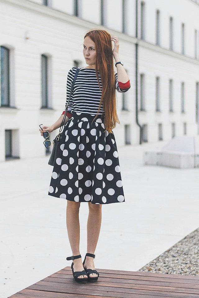 модные принты 2018 2019 года в одежде: юбка солнце черная в белый горох
