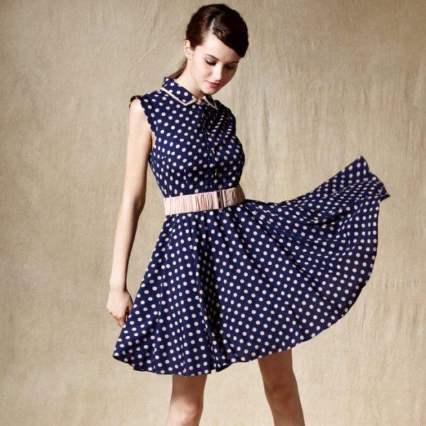 модные принты 2018 2019 года в одежде: платье синее в белый горошек