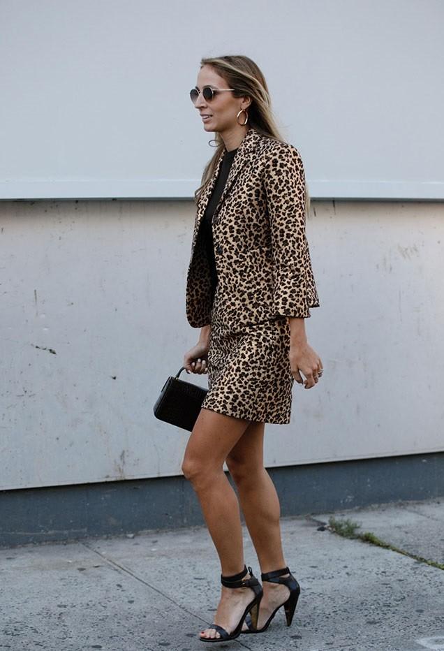 леопардовый принт пиджак юбка короткая