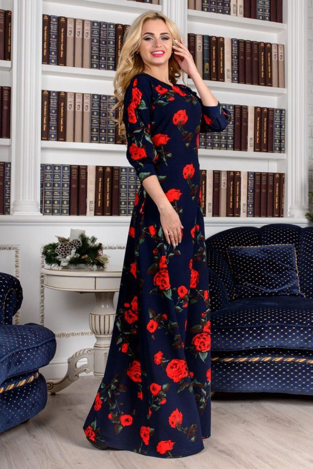 платье синее в пол в красные цветы