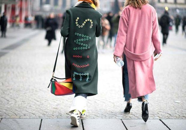 пальто с надписями по всей длине