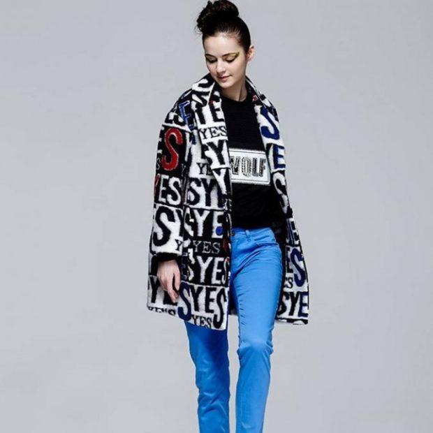 пальто в надписи стиль кэжуал