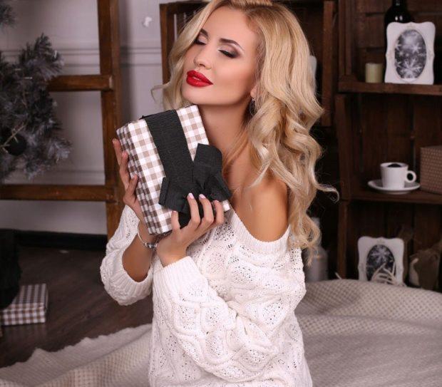 модные вязаные вещи 2018-2019: белая кофта тонкая вязка
