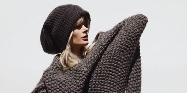 обьемный свитер вязаный шапка черная