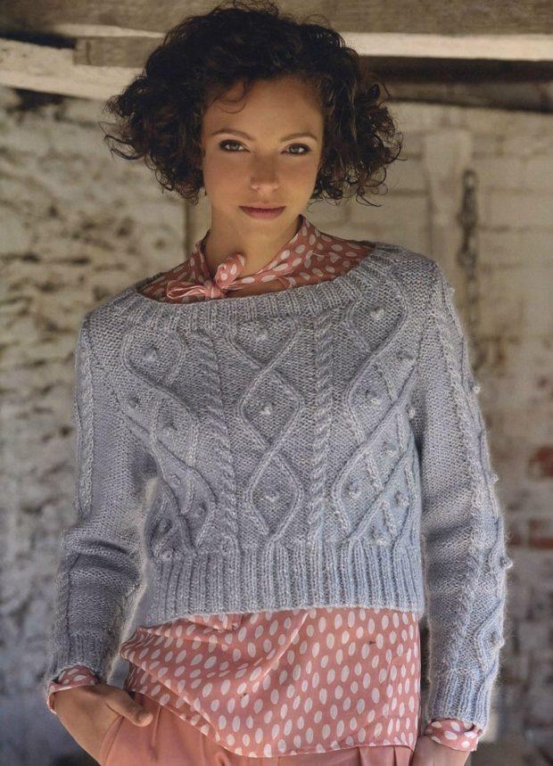 вязаный свитер короткий серый
