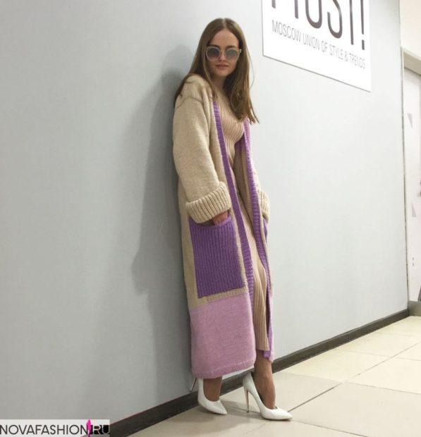 вязаное пальто макси бежевое с сиреневыми карманами