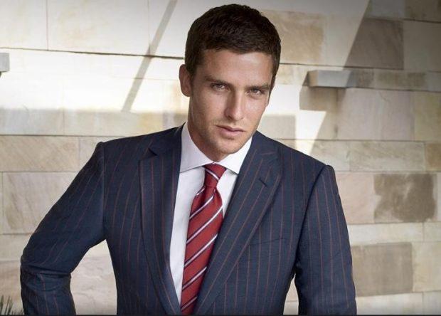галстук красный с белыми полосками