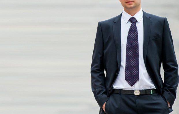 галстук синий в сиреневый горох короткий