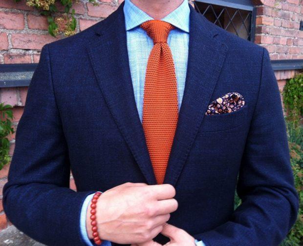 галстук оранжевый с выпуклостями