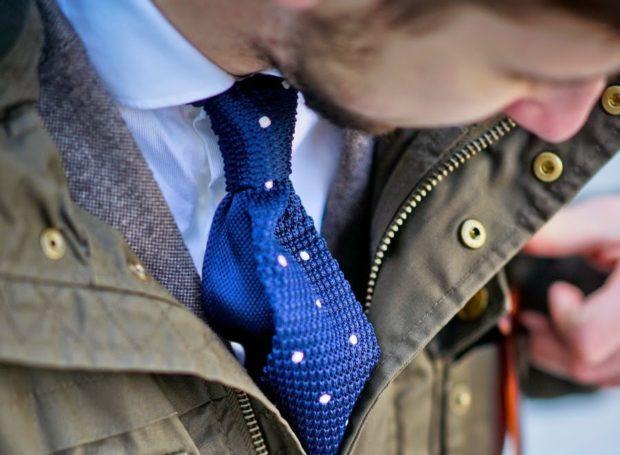 галстук синий с белые пайетки