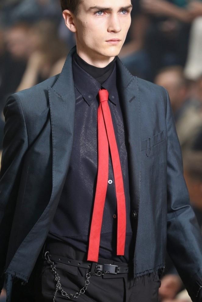 галстук красный узкий