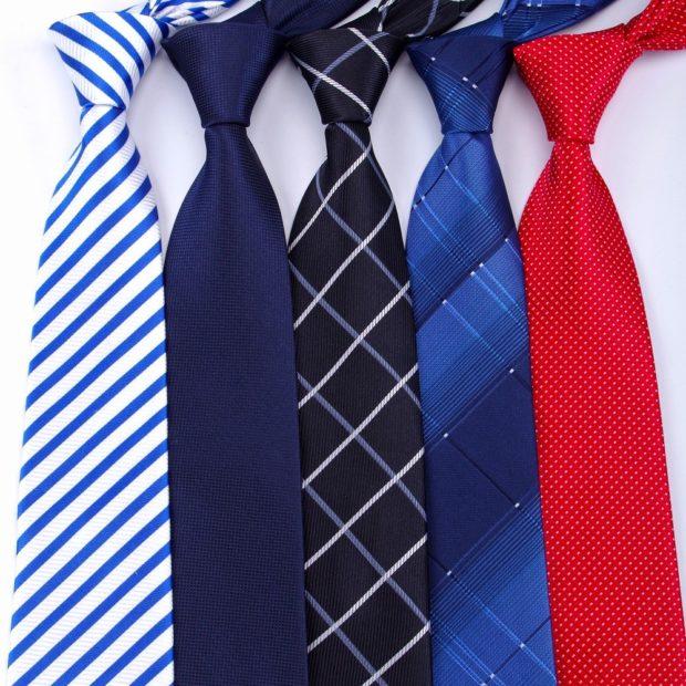 галстук белый в синюю полоску синий черный в ромбы синий в ромбы красный в мелкий горох
