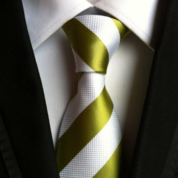 галстук белый в оливковую полоску