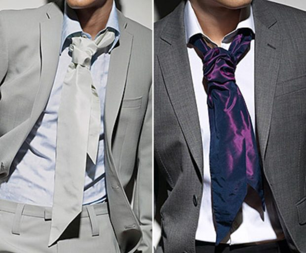 галстук серый бордовый завязанный на узел