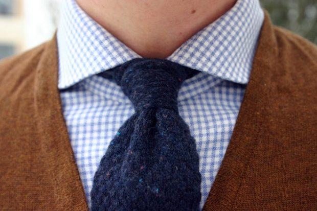синий шерстяной галстук