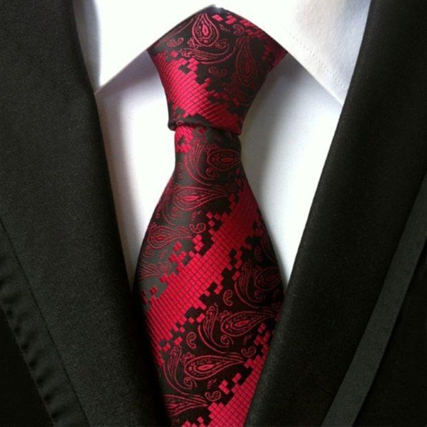 галстук красный с черным шелковый