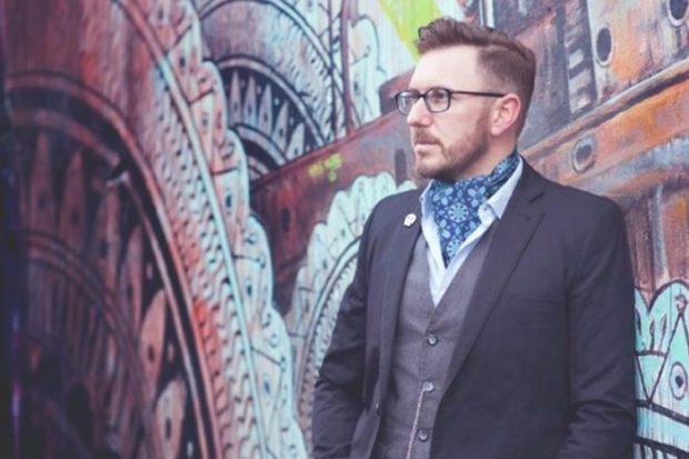 платок синий шелковый на шею