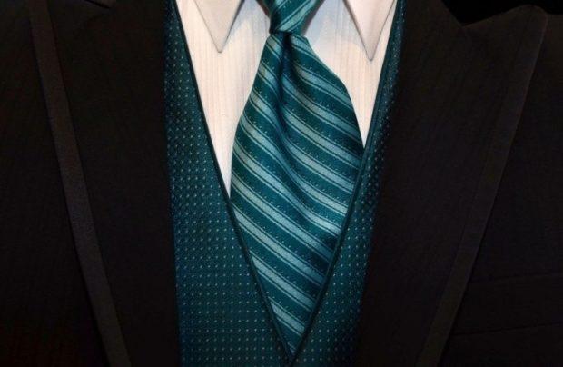 галстук шелковый зеленый в полоску