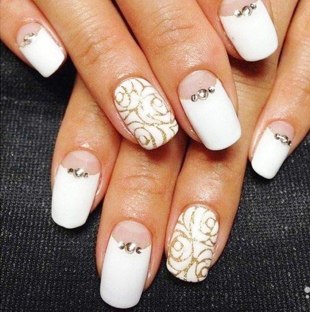 лунный маникюр белый с камушками один палец с узорами