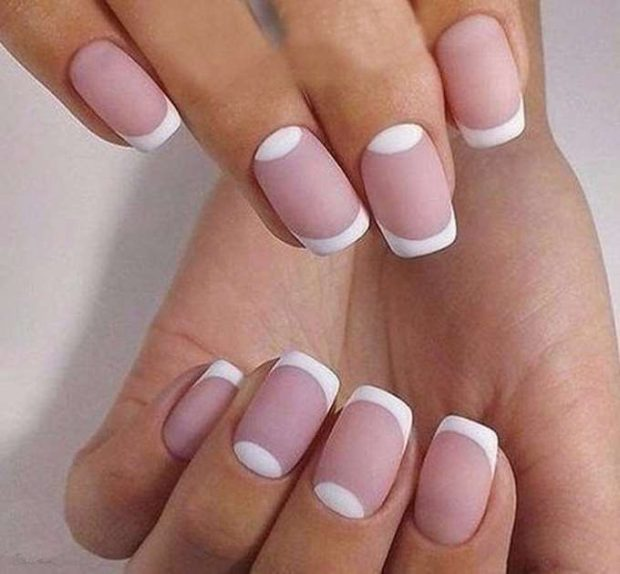 лунный маникюр с френчем бледно розовый и белый