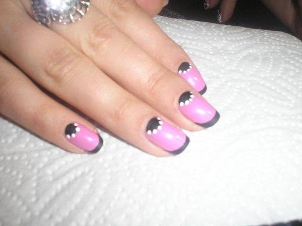 лунный маникюр с френчем черный с розовым
