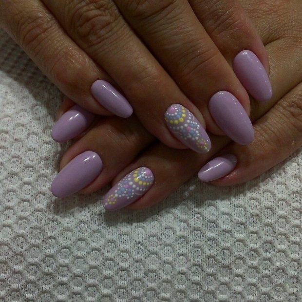 светлые ногти на одном пальце