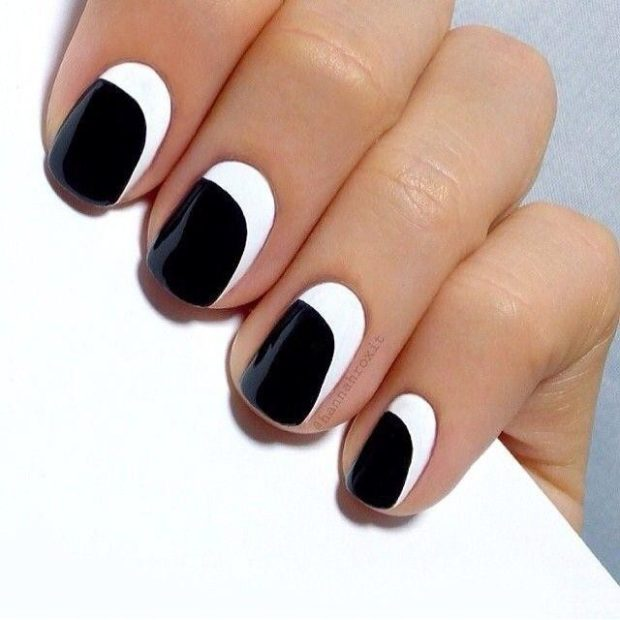 модный маникюр шеллак: лунный черный с белым