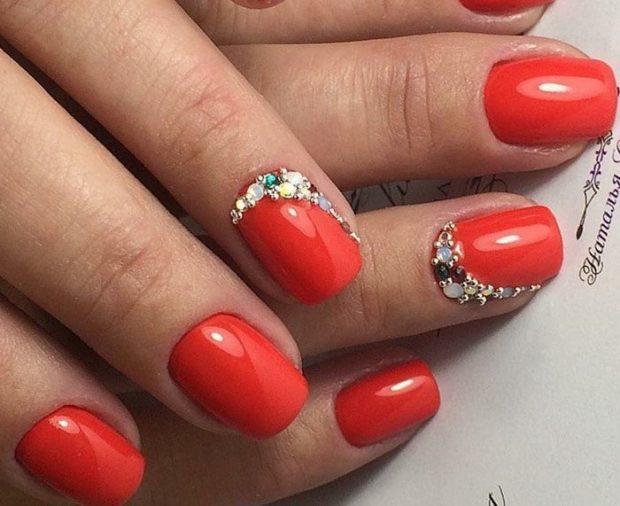модный маникюр шеллак: лак красный с ногтями