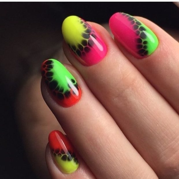 модный маникюр шеллак: яркие ногти с переходами
