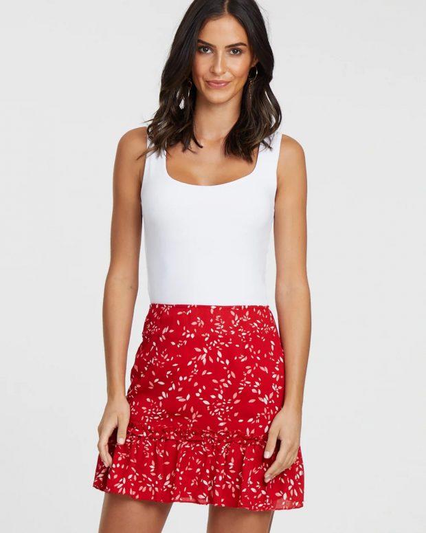 модные юбки 2018 2019: красная с узорами