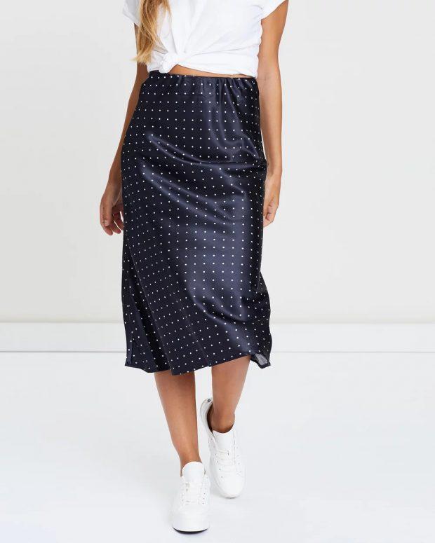 модные юбки 2018 2019: синяя в горошек