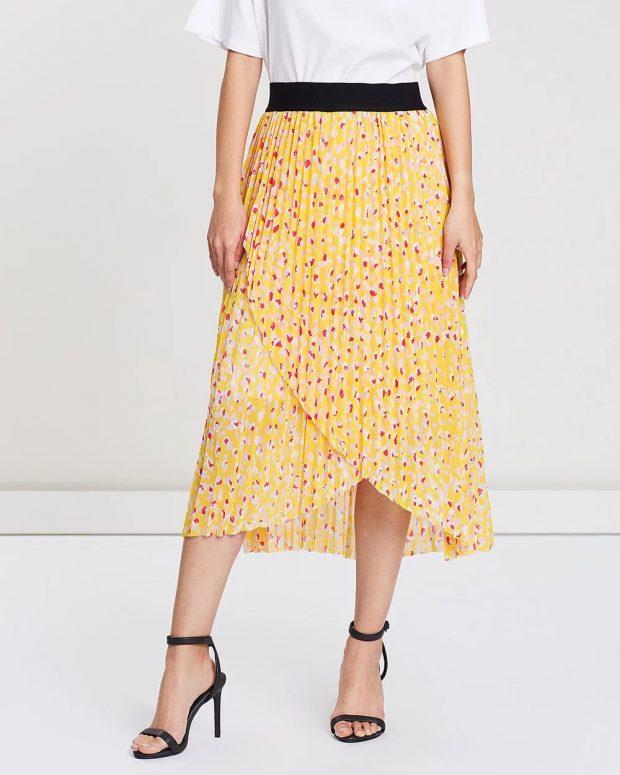 модные юбки 2018 2019: желтая с принтом