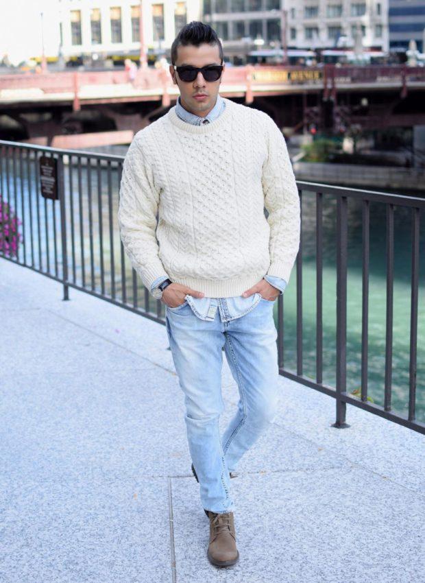 голубые классические джинсы