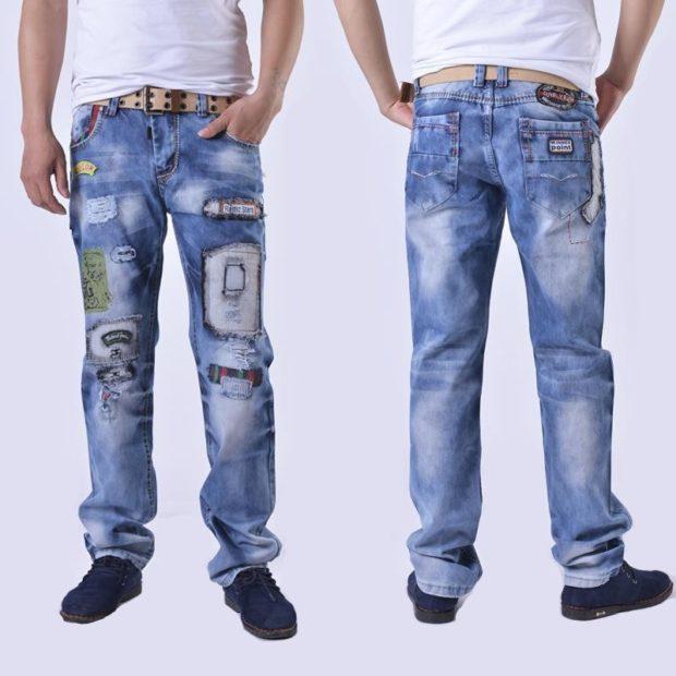 классические синие джинсы с аппликациями
